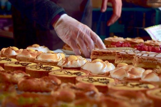 Luvas descartáveis e os cuidados necessários na manipulação de alimentos