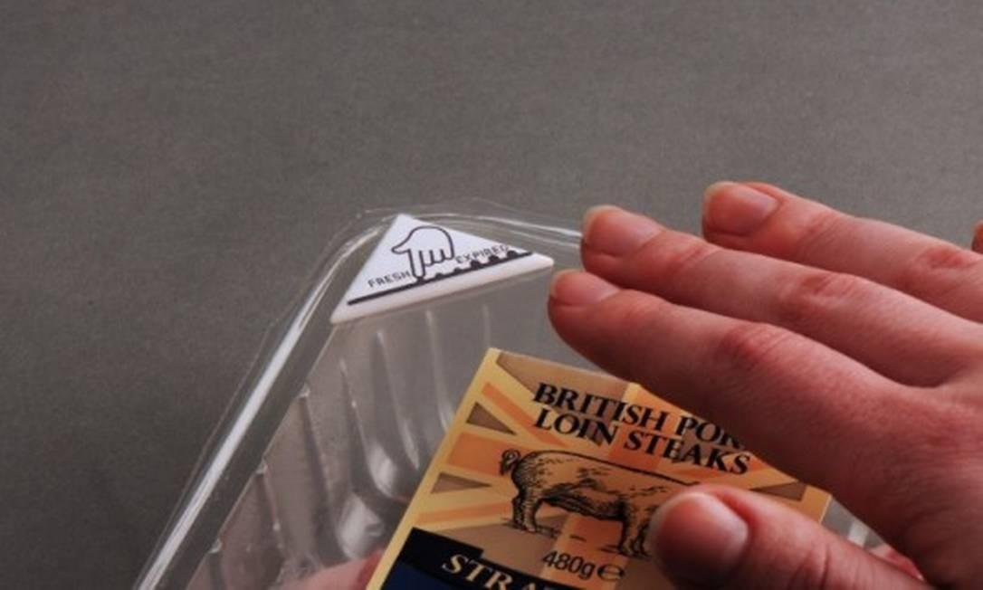 Rótulos de embalagens 'desaparecem' quando alimento estraga